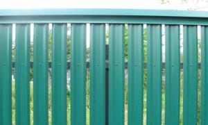 zabor-iz-evroshtaketnika-zeleniy