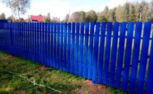 Забор из синего евроштакетника
