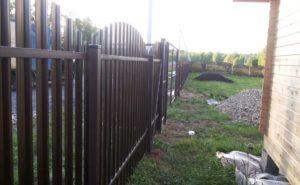 Забор из евроштакетника (аркой)