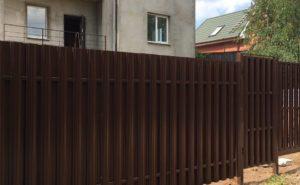 Забор из евроштакетника с монолитом