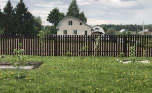 Забор их евроштакетника